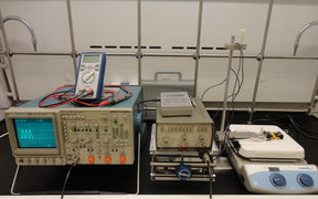 In-house liposome electroformation apparatus (oscilloscope, function generator, temperature controller)